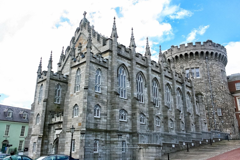アイルランドのダブリンにそびえる巨大なお城