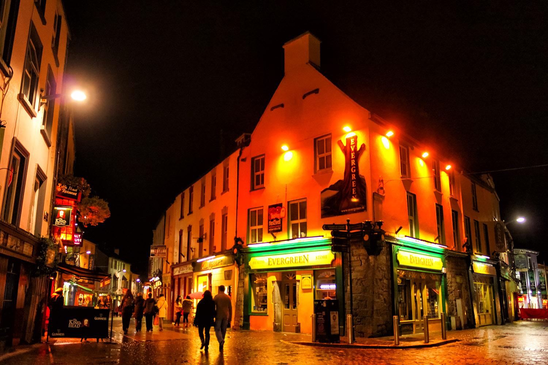 長い夜をパブで楽しく、ダブリンの夜景