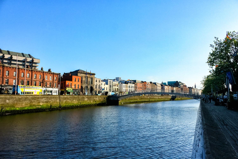 リフィー川沿いのダブリンの家々