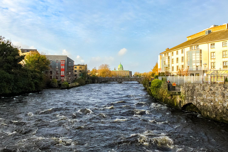 ダブリンの中心部を流れるリフィー川