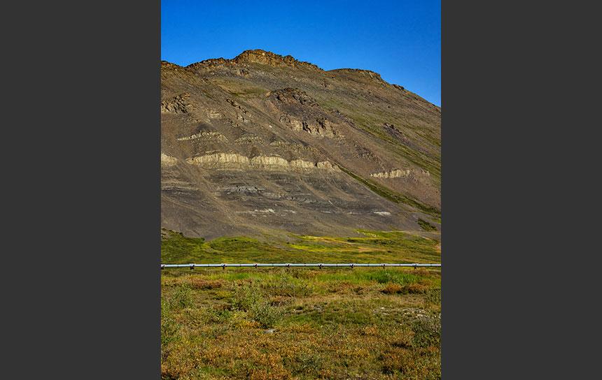 アラスカの山地でみかける厳しい岩肌