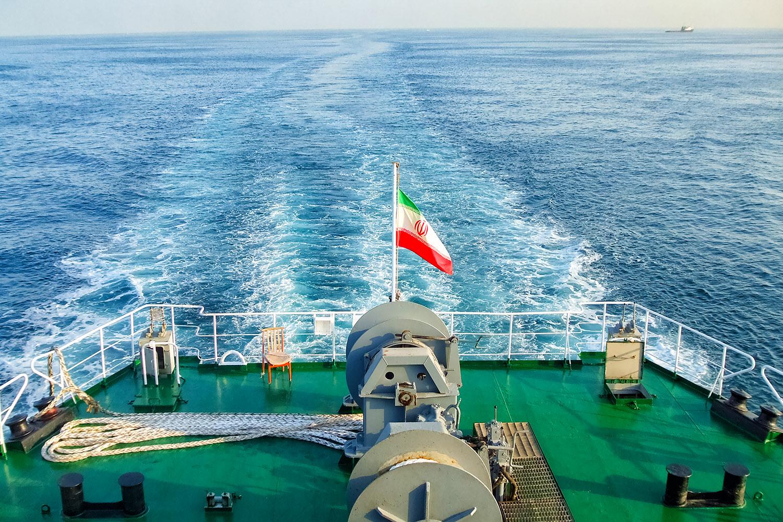 中東とアフリカをつなぐ紅海を航行するフェリー