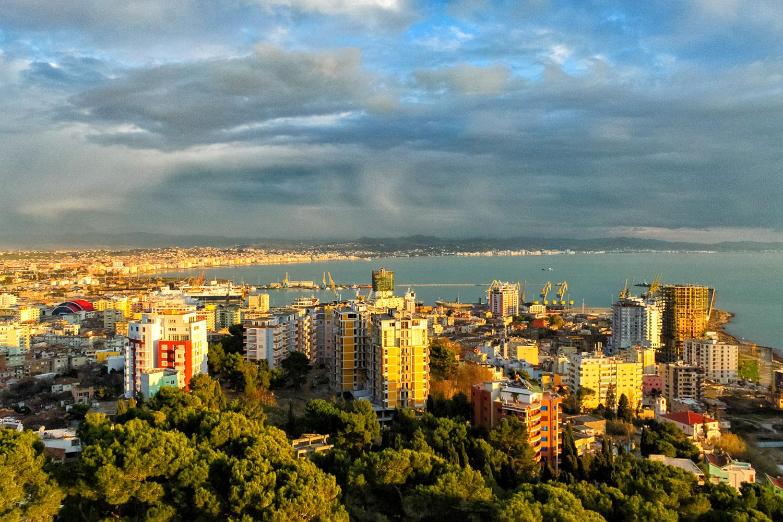 アルバニア、ティラナの港湾エリア