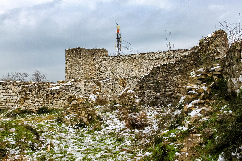 世界遺産ベラトの山に残る城壁