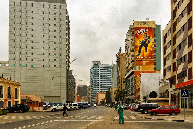アンゴラの大都市、ルバンゴの大通り
