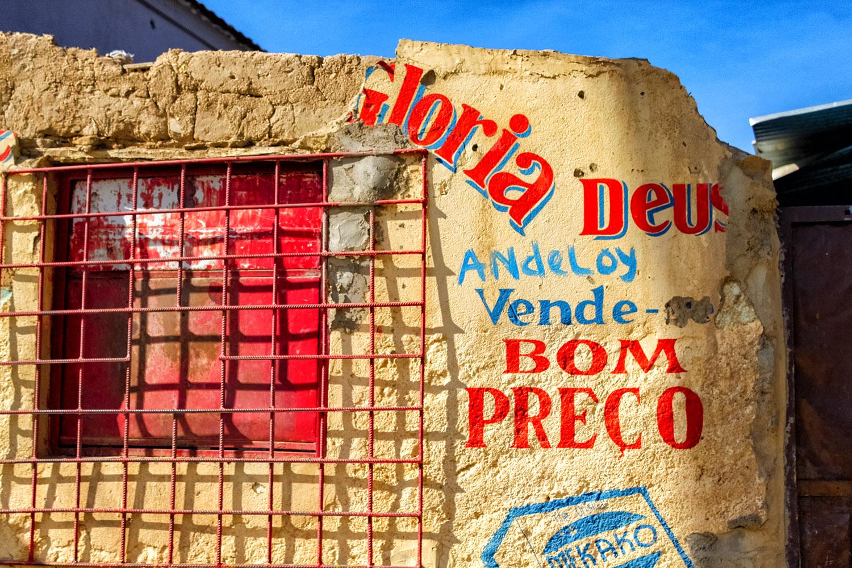ルバンゴのカラフルな街角