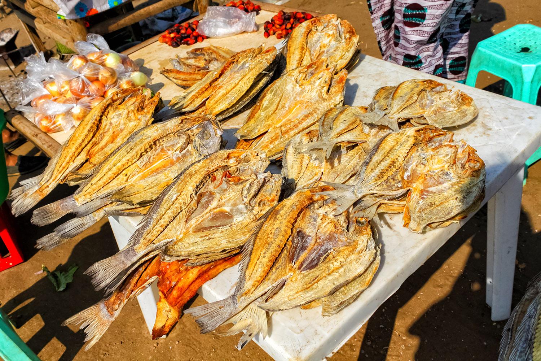 アンゴラの市場で見つけた魚の干物