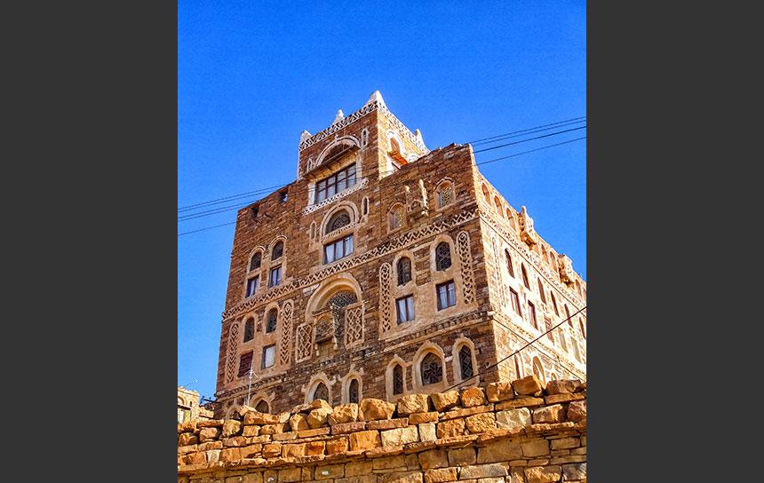 サヌア・ワディダハール、岩の上に建てられた岩の家