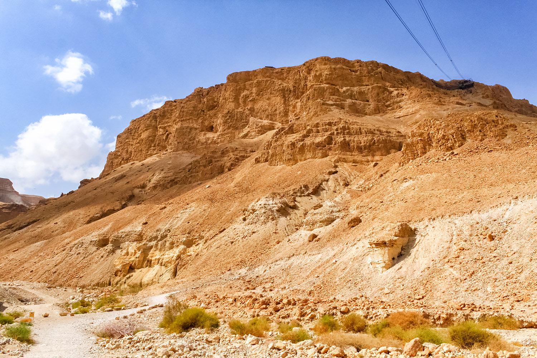 死海の断崖をロープウェイで登ってみよう