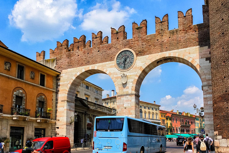 イタリア世界遺産の街、ヴェローナのアーチ
