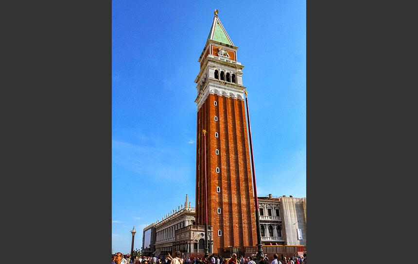 ベネチアの島に位置するサンジョルジョマッジョーレ教会の塔