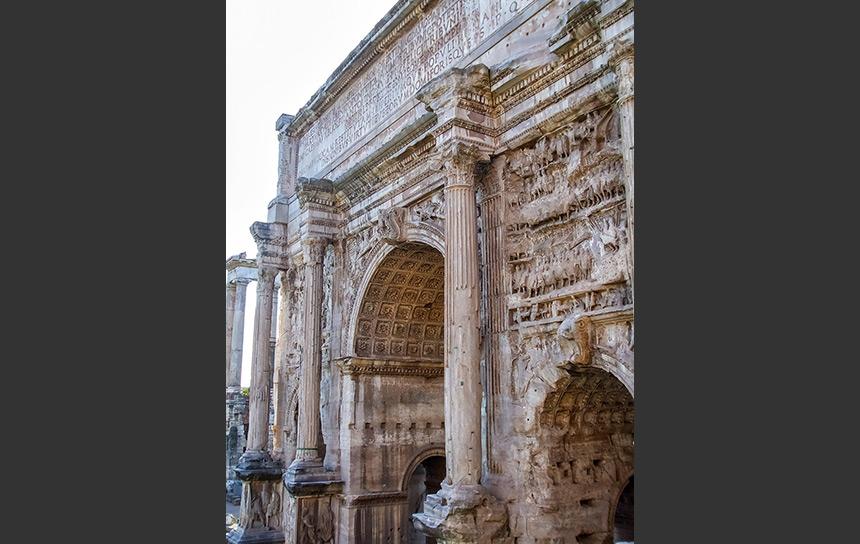 ローマ帝国の栄華が残るフォノロマーノの遺跡