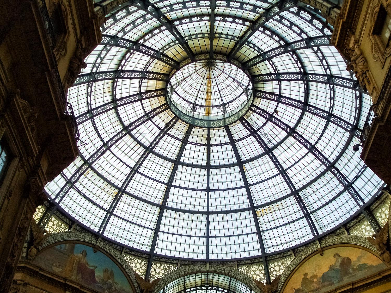 精巧に作られたミラノ・ガッレリアの天井