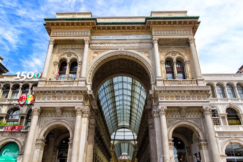 憧れのミラノ・ガッレリアの入口