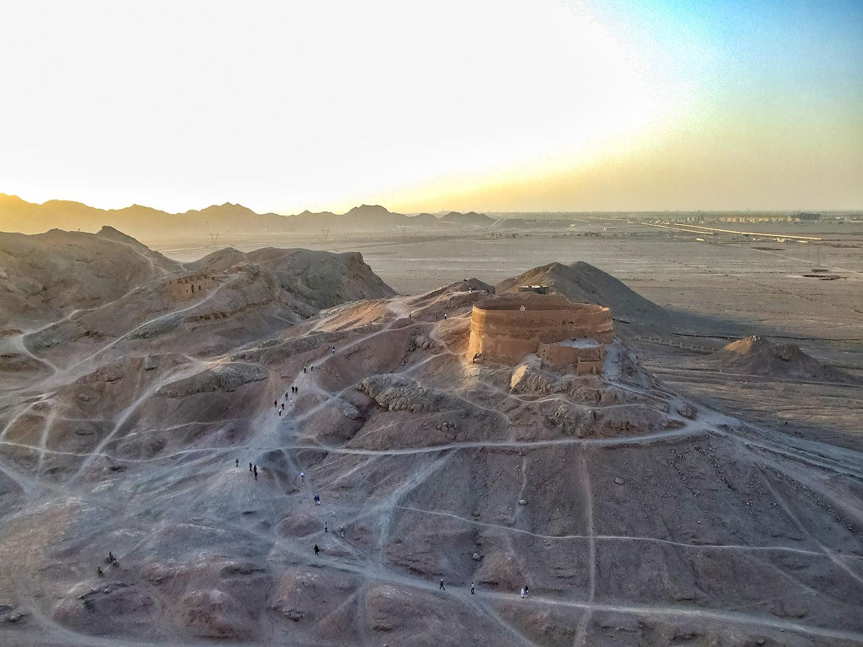 アケメネス朝ペルシャの古代遺跡!ヤズド沈黙の塔