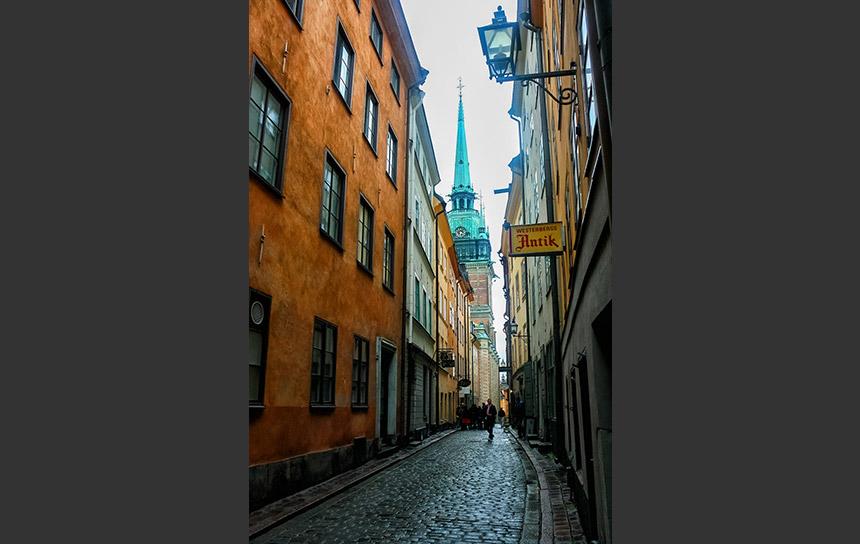 北欧の大都市ストックホルム旧市街の路地