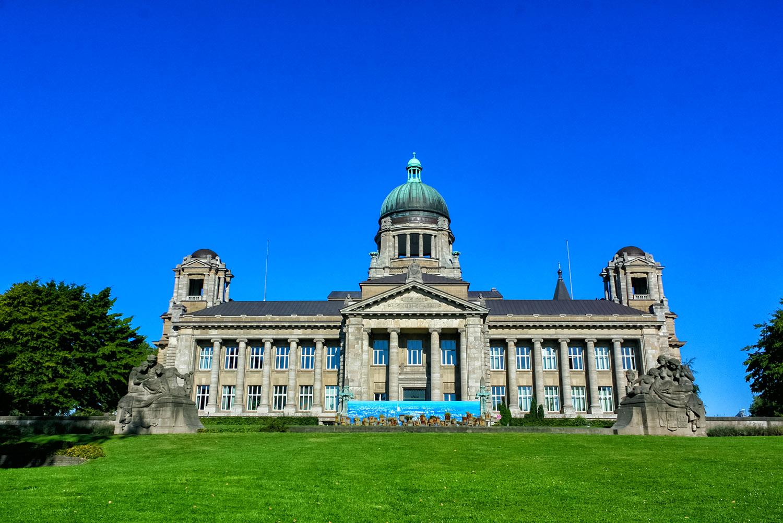 芝生が敷きつめられた華麗なハンブルクの裁判所