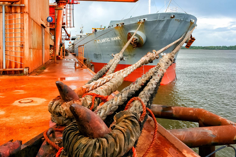 ドイツ・シュターデ港の係留ロープ