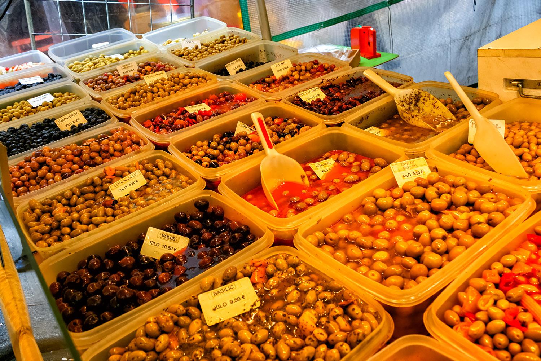 各種オリーブが大集合、パリのオリーブ屋さん