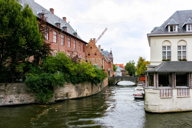 フランドル絵画の本拠地、ブルージュの運河