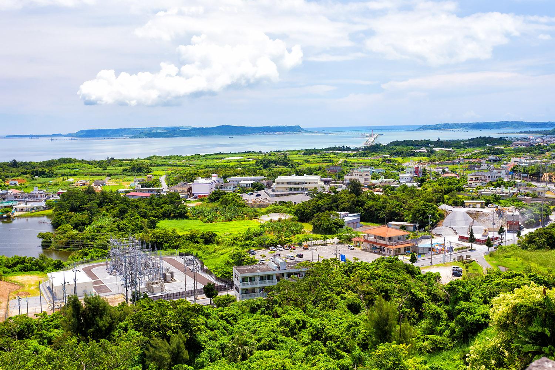 うるま市を一望、城跡から見た金武湾