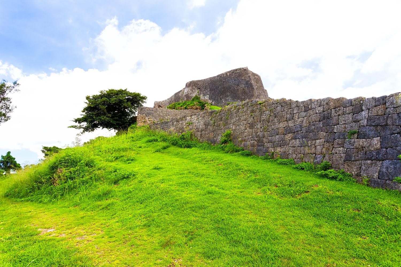 うるま市にある世界遺産の城跡、勝連城