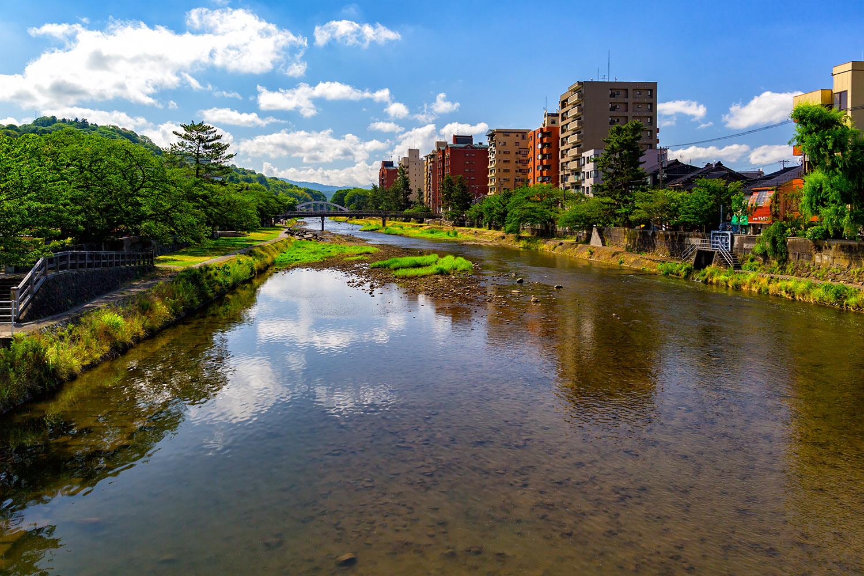 驚きの透明度!古都金沢を流れる浅野川