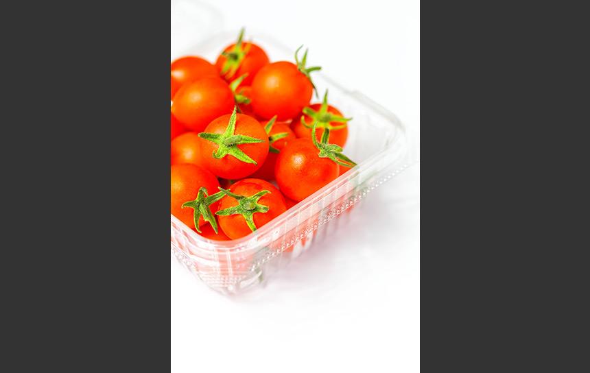 赤と緑のコンビネーションがきれいなミニトマト