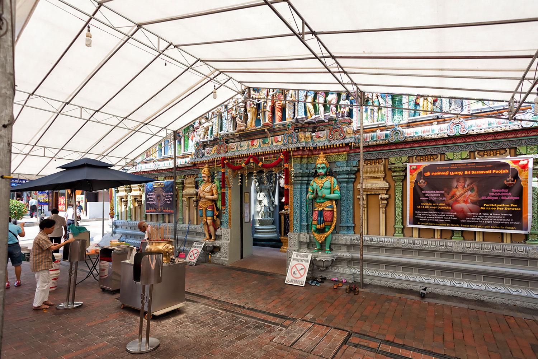 ラーマーヤナの世界が見られるスリ・クリシュナン寺院