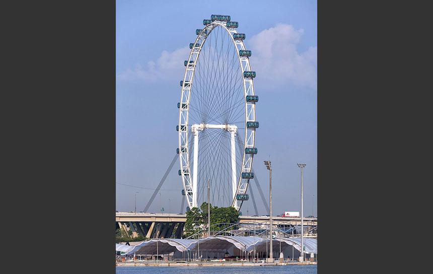 シンガポール・マリーナベイを見下ろす大観覧車