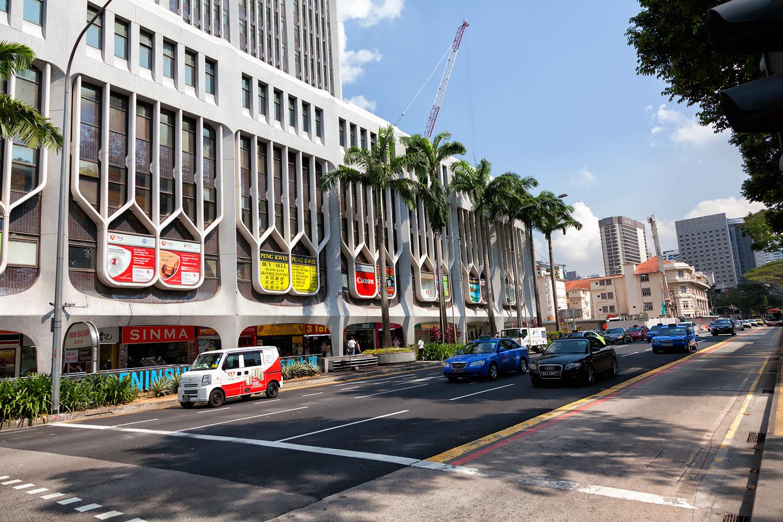 日本と同じく車は左、シンガポールの一方通行