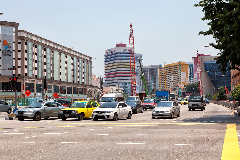 シンガポールは数少ない左側を車が走る国