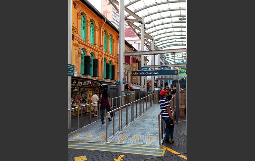 地下鉄(MRT)を上ると、そこはチャイナタウン