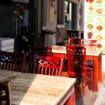 シンガポール・漆色に輝くチャイナタウンの椅子