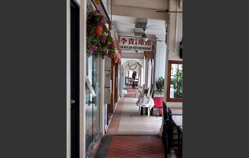 シンガポール・店頭と歩道は共通です!