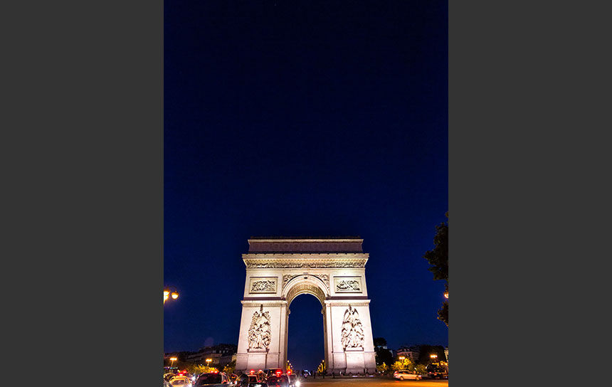 エトワール凱旋門の上に広がるフランスの夜空