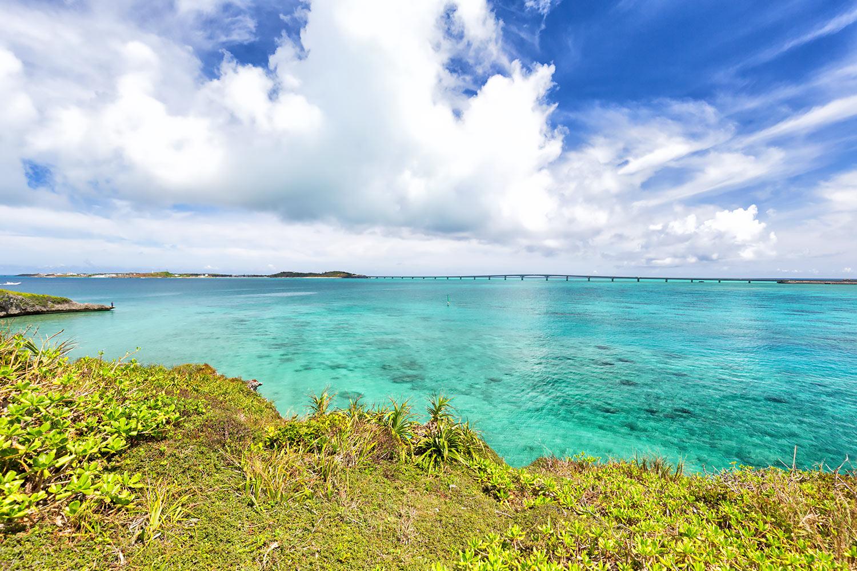海の色は緑 エメラルドグリーンの沖縄 無料壁紙 商用利用可の画像