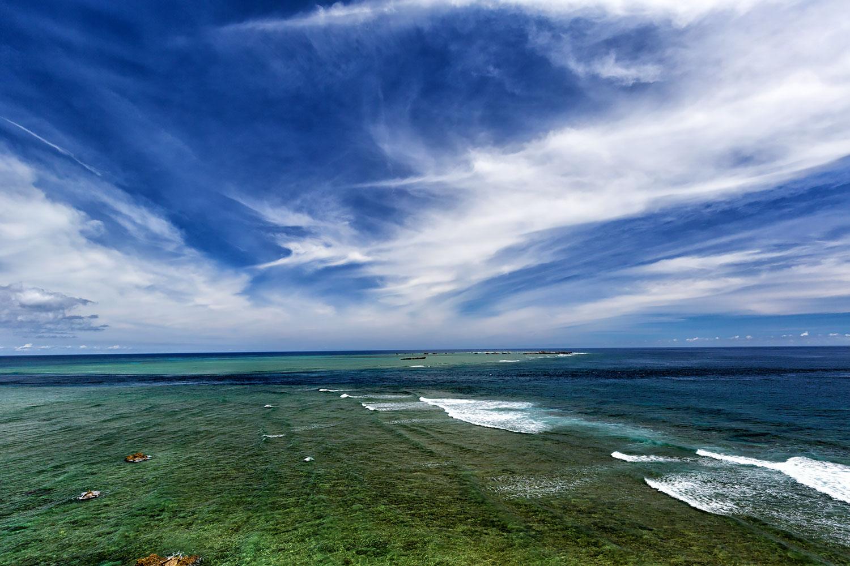 この下には熱帯魚がたくさん!宮古島のサンゴ礁