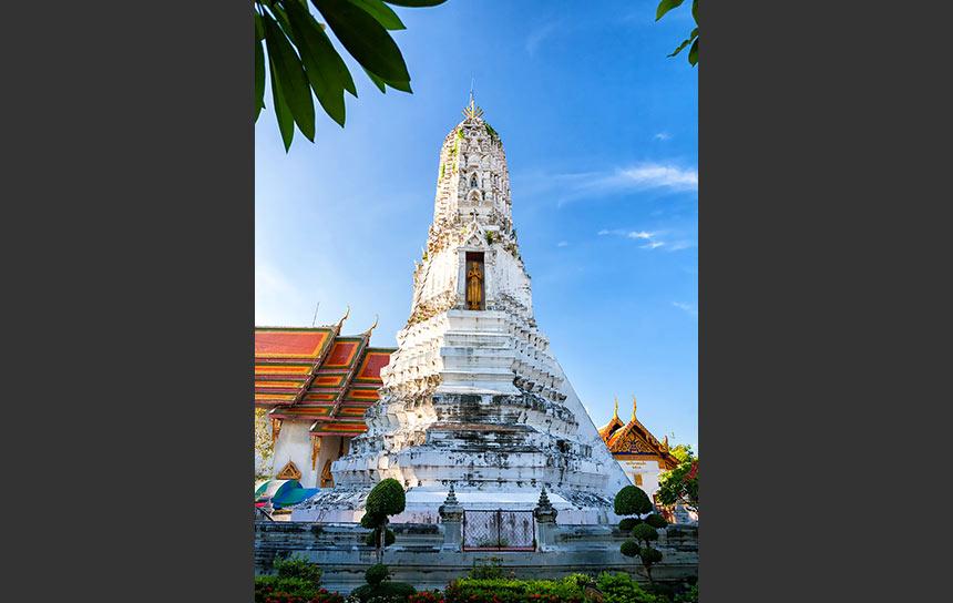 行ってみて驚く美しさ、鐘の寺ワット・ラカンの仏塔