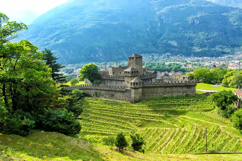 スイス世界遺産・ベリンツォーナのモンテベッロ城