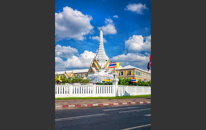 タイ・バンコク、白く輝くシティ ピラーシュライン