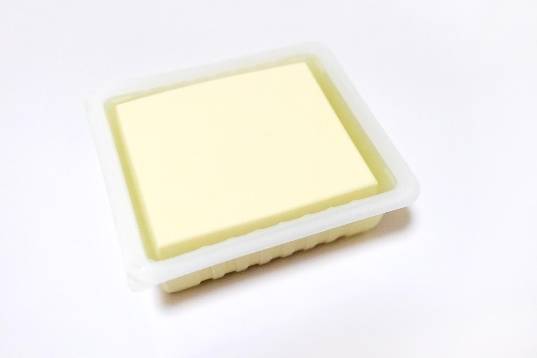 パックに入った少し高級な白いお豆腐