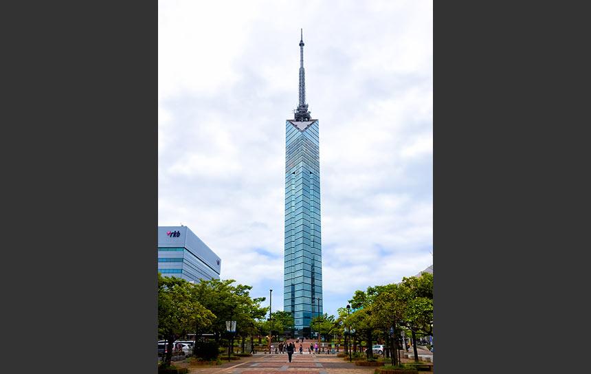 福岡・シーサイドももちの福岡タワー!西新駅からのお散歩がおすすめ。
