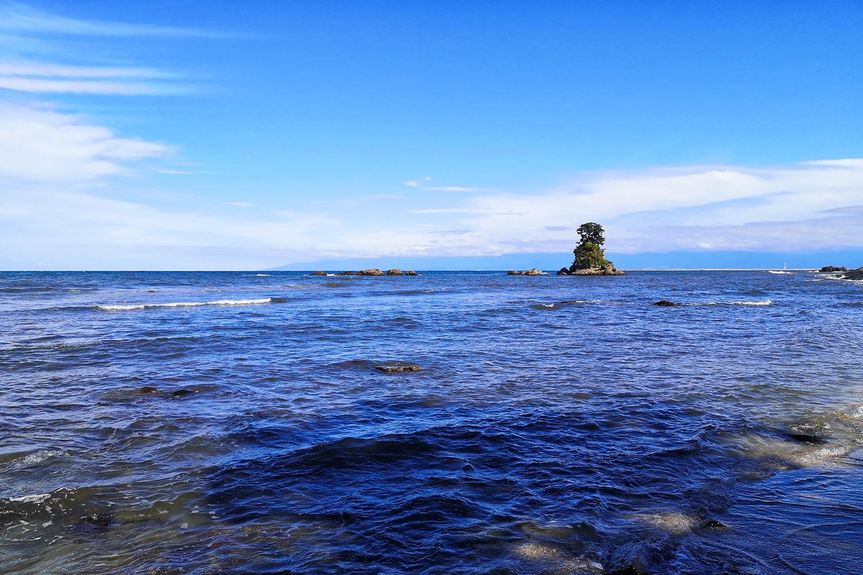 日本の渚100選 日本海の雨晴海岸 無料壁紙 商用利用可の画像素材