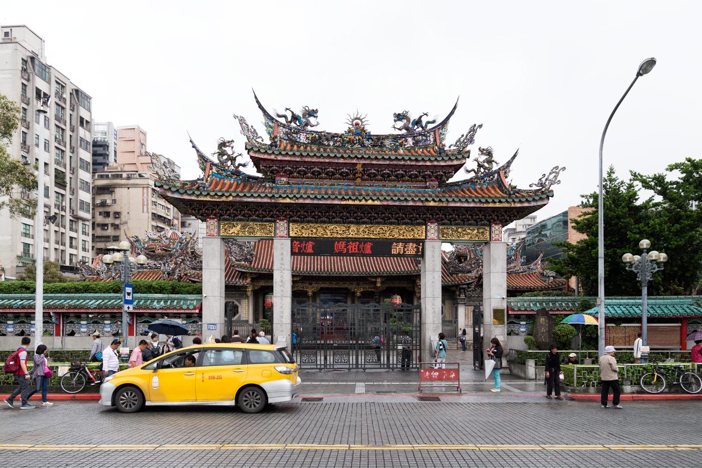 台湾有数のパワースポット龍山寺 無料壁紙 商用利用可の画像素材