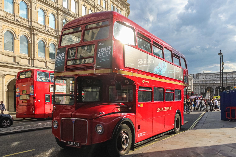 赤い二階建てロンドンバス、下関でも走ったルートマスター