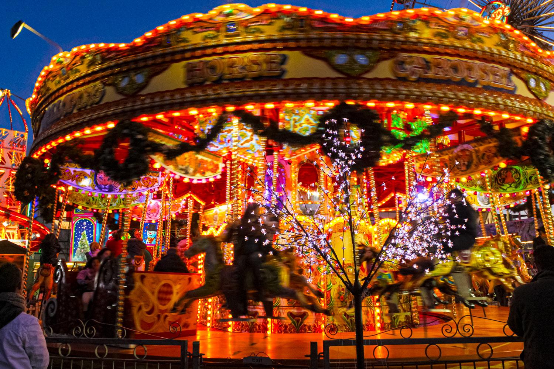 光り輝くメリーゴーラウンド(Carousel)